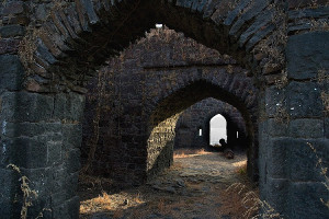 Мрачные корридоры не преступного форта.